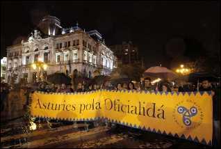 La Academia de la Llingua acentúa su lucha por la oficialidad ante la reforma estatutaria
